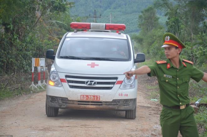 Đã tìm được thi thể chủ tịch huyện Phong Điền, là thi thể thứ 7 - Ảnh 1.