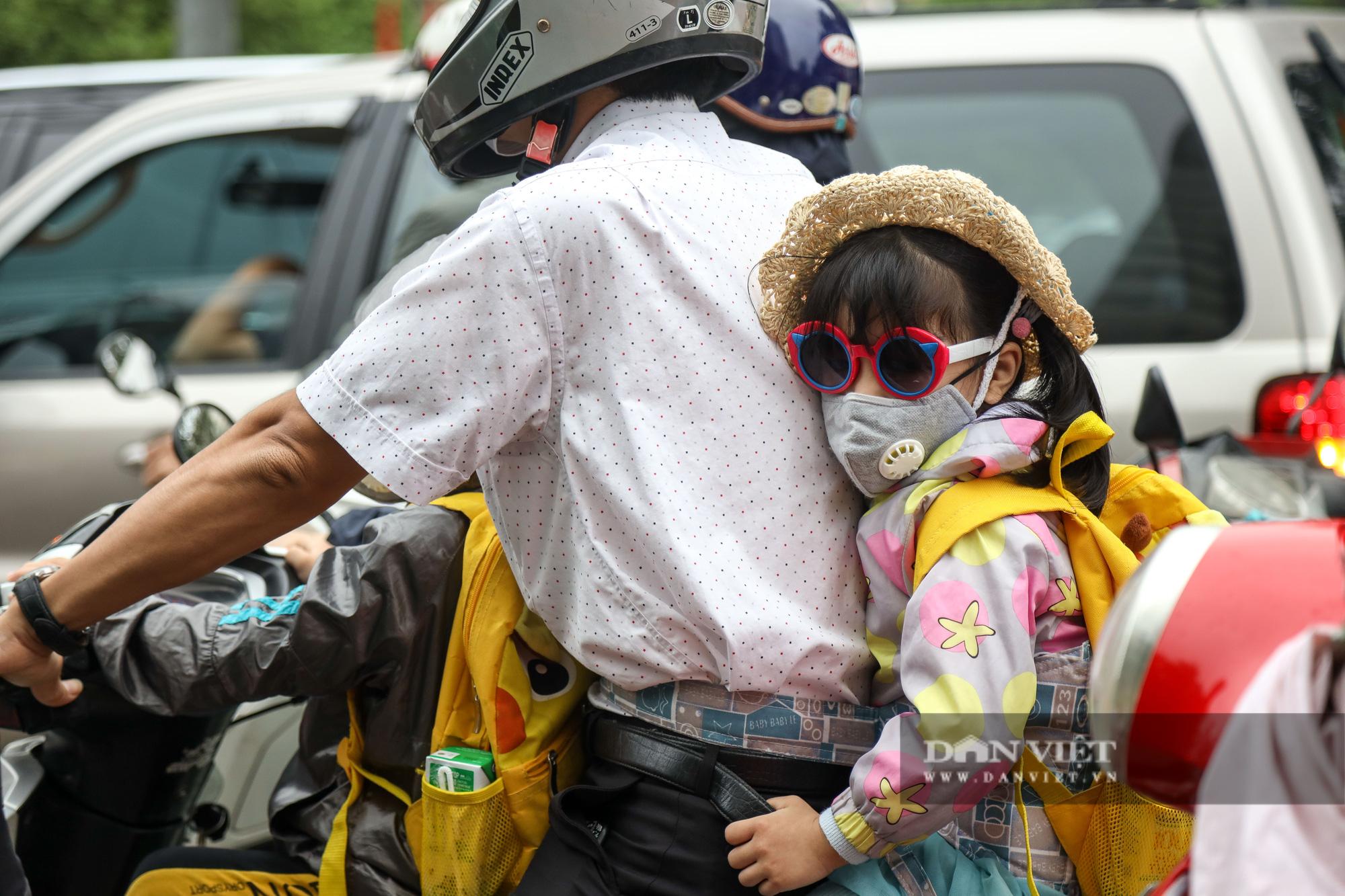 Tắc đường kinh hoàng trên địa bàn nhiều quận ở Hà Nội - Ảnh 4.