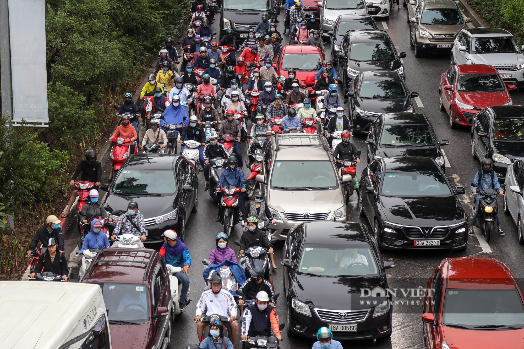Tắc đường kinh hoàng trên địa bàn nhiều quận ở Hà Nội - Ảnh 10.
