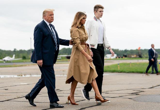 Con trai út của ông Trump nhiễm Covid-19, sức khỏe ra sao? - Ảnh 1.