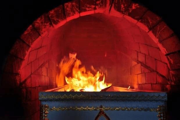 Có thật việc hỏa táng làm người chết bị nóng? - Ảnh 1.