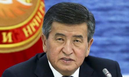 Tổng thống Kyrgyzstan tuyên bố từ chức vì không muốn gây đổ máu và bắn vào chính người dân  - Ảnh 1.