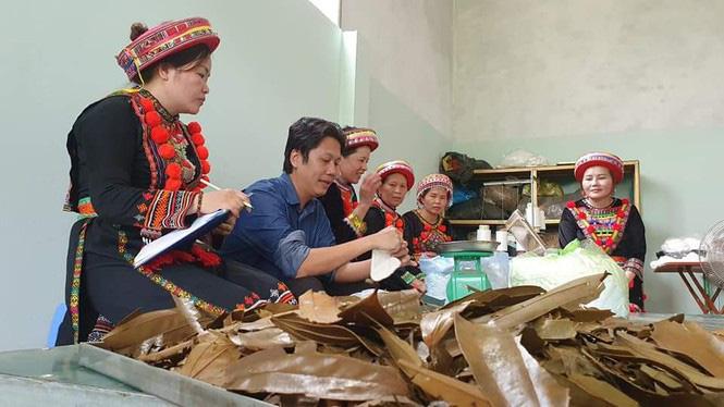Khởi nghiệp từ sản phẩm truyền thống để bảo vệ văn hóa của người Dao - Ảnh 2.