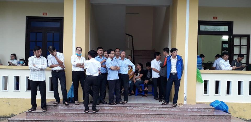 Rất đông người dân vào thắp hương 13 cán bộ, chiến sỹ tại Bệnh viện Quân y 268 - Ảnh 1.