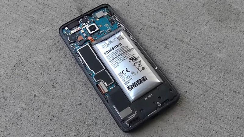 Nguyên nhân và cách khắc phục pin điện thoại bị chai phồng - Ảnh 1.