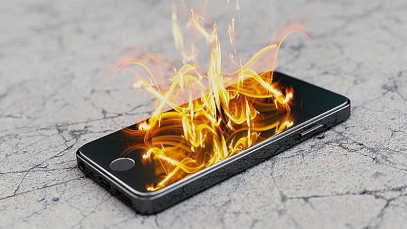Nguyên nhân và cách khắc phục pin điện thoại bị chai phồng - Ảnh 2.
