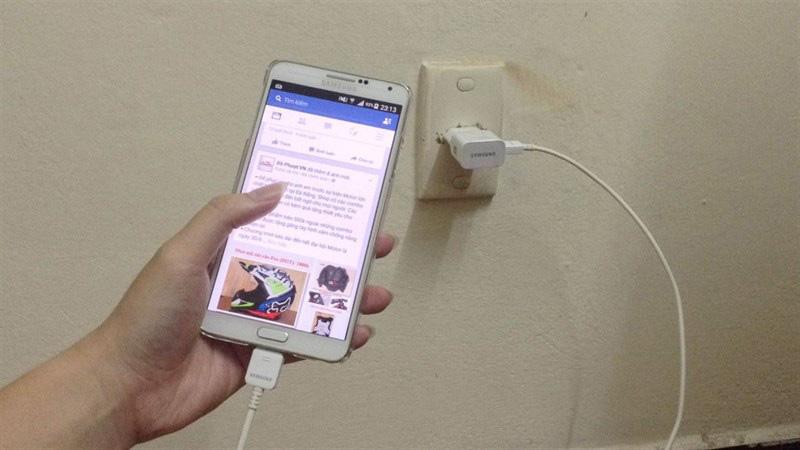 Nguyên nhân và cách khắc phục pin điện thoại bị chai phồng - Ảnh 4.