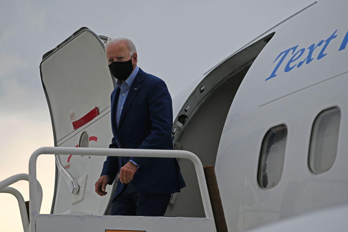 Trên máy bay chở ông Biden có người nhiễm Covid-19 - Ảnh 1.