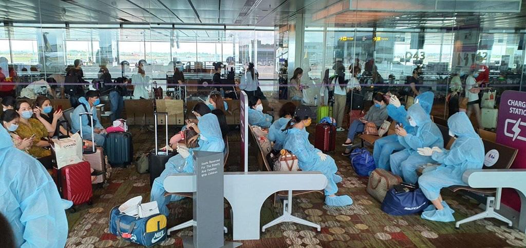 Mở lại chuyến bay quốc tế: Dân mòn mỏi chờ các bộ, địa phương bàn quy trình cách ly - Ảnh 3.