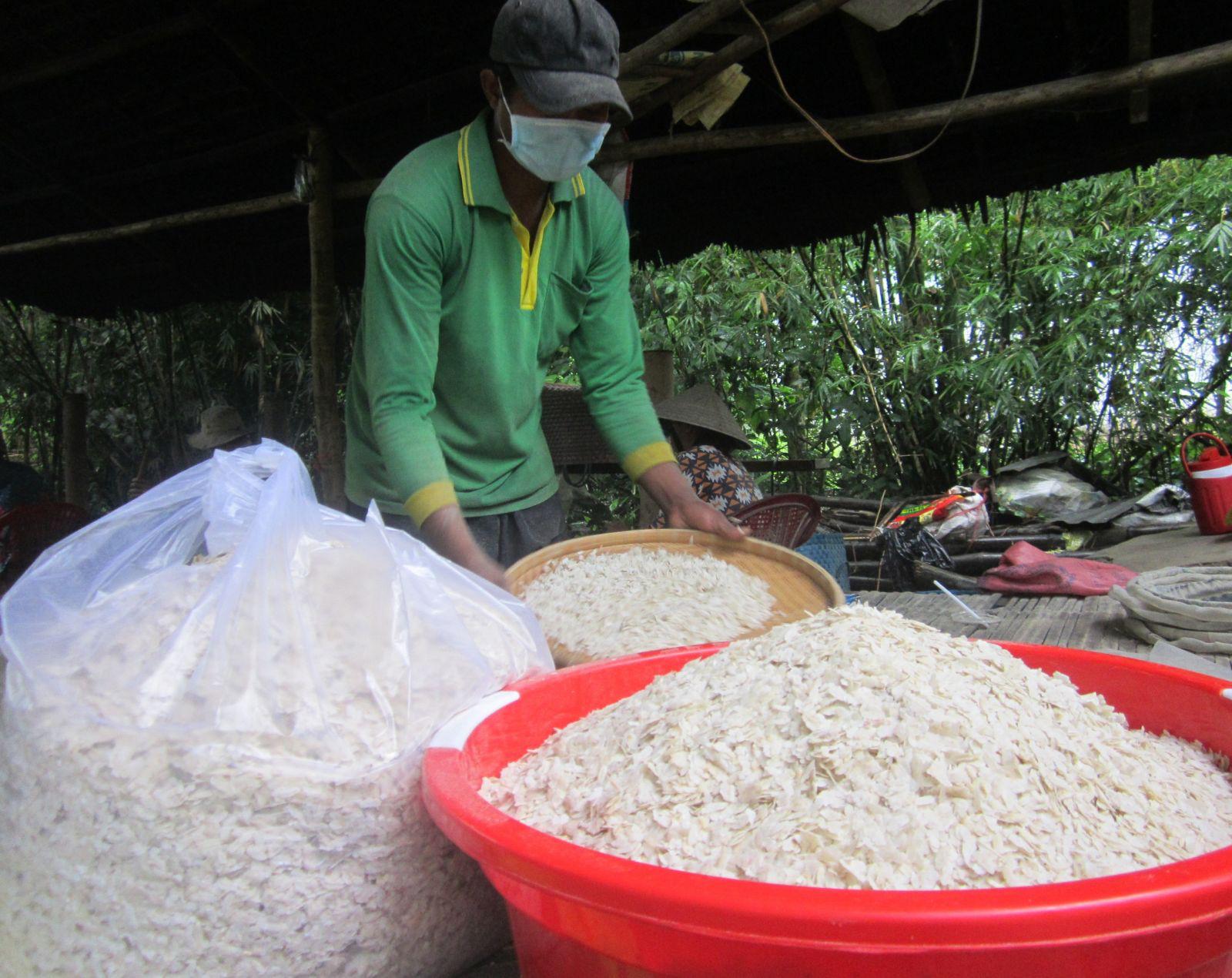 """Sóc Trăng: Đặc sản thơm nức, dẻo quạnh làm từ """"hạt ngọc trời"""" của bà con Khmer - Ảnh 1."""
