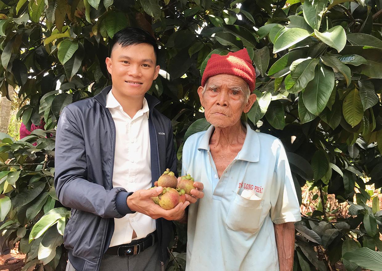 Cho cây ra trái đặc sản bán đắt tiền ở chung nhà với cà phê, ông nông dân này bất ngờ thu hàng trăm triệu - Ảnh 1.