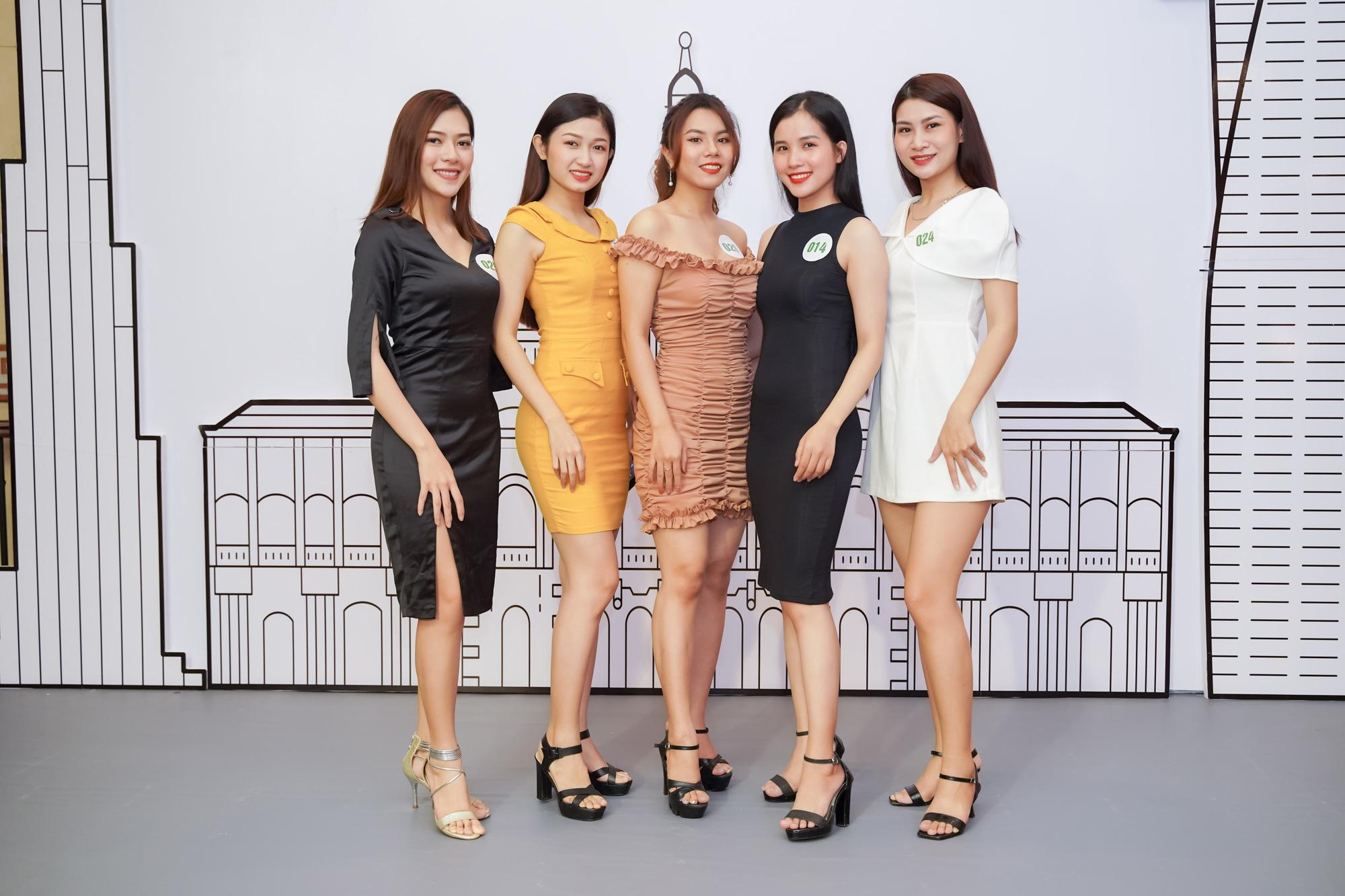 Dàn thí sinh Miss Tourism trình diễn thời trang giữa vườn treo - Ảnh 6.