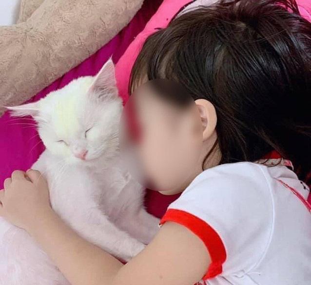 Vụ bé gái 5 tuổi tử vong nghi do học theo youtube: Đây không phải là trường hợp đầu tiên - Ảnh 1.