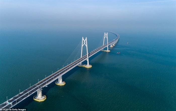 Chiêm ngưỡng cây cầu vượt biển dài nhất thế giới tại Trung Quốc - Ảnh 1.