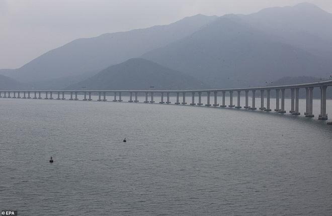 Chiêm ngưỡng cây cầu vượt biển dài nhất thế giới tại Trung Quốc - Ảnh 9.