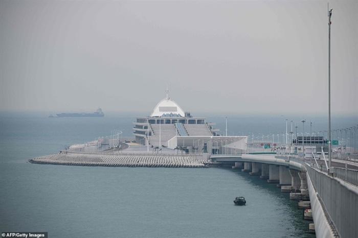 Chiêm ngưỡng cây cầu vượt biển dài nhất thế giới tại Trung Quốc - Ảnh 10.