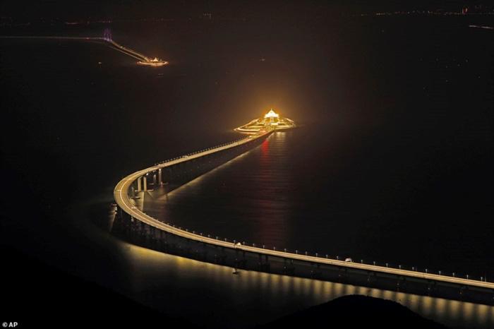 Chiêm ngưỡng cây cầu vượt biển dài nhất thế giới tại Trung Quốc - Ảnh 11.