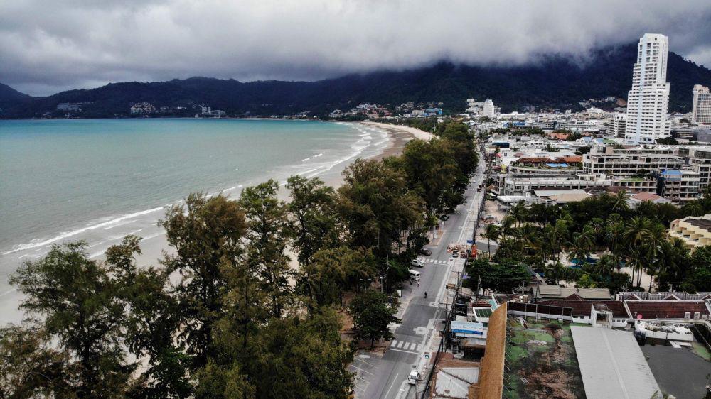 Biển Phuket vắng vẻ đến lạ thường vì dịch Covid-19 - Ảnh 14.