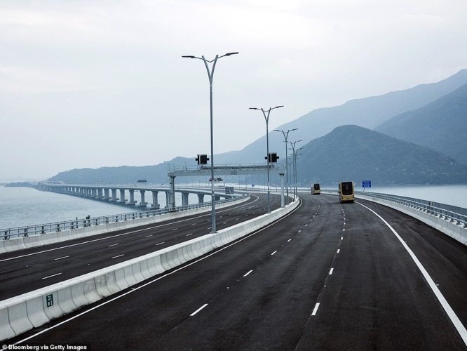 Chiêm ngưỡng cây cầu vượt biển dài nhất thế giới tại Trung Quốc - Ảnh 4.