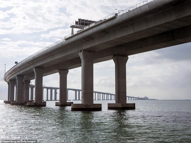 Chiêm ngưỡng cây cầu vượt biển dài nhất thế giới tại Trung Quốc - Ảnh 6.