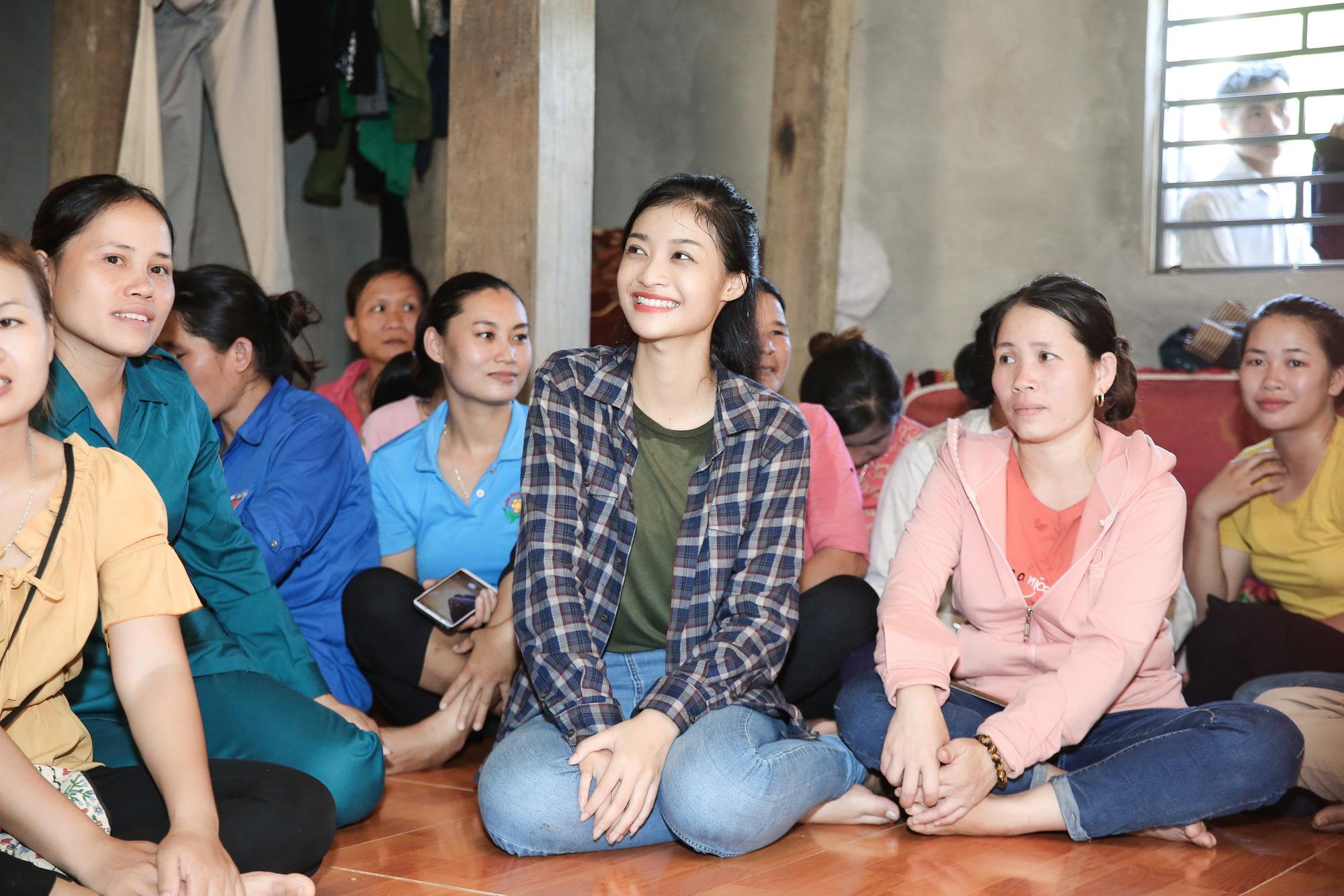 3 Hoa hậu xinh đẹp nói điều xúc động, kêu gọi cứu trợ miền Trung: Đỗ Mỹ Linh, Trần Tiểu Vy... - Ảnh 4.
