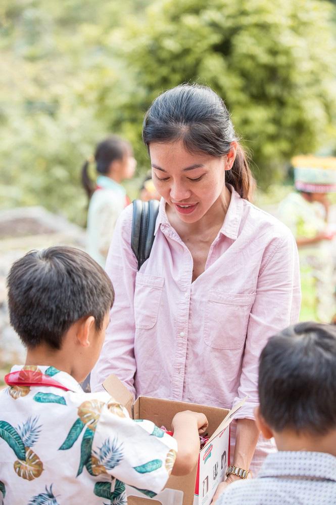 3 Hoa hậu xinh đẹp nói điều xúc động, kêu gọi cứu trợ miền Trung: Đỗ Mỹ Linh, Trần Tiểu Vy... - Ảnh 2.