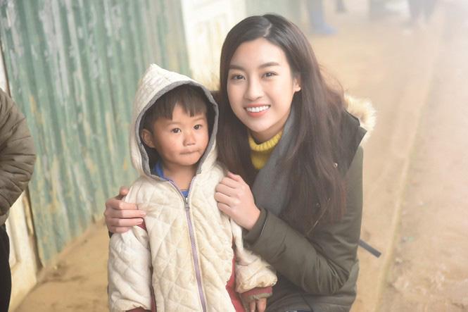 3 Hoa hậu xinh đẹp nói điều xúc động, kêu gọi cứu trợ miền Trung: Đỗ Mỹ Linh, Trần Tiểu Vy... - Ảnh 3.