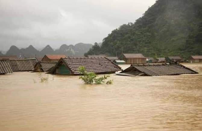 Quảng Trị: Nước sông lên nhanh, nhà ngập tận mái - Ảnh 1.