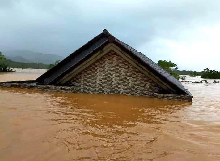 Quảng Trị: Nước sông lên nhanh, nhà ngập tận mái - Ảnh 4.