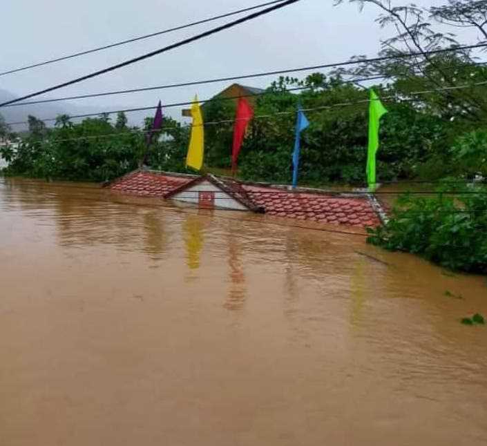 Quảng Trị: Nước sông lên nhanh, nhà ngập tận mái - Ảnh 3.