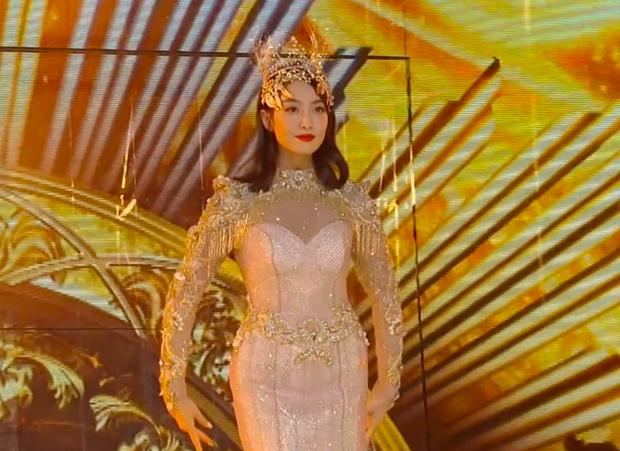 """""""Nữ thần Kim Ưng 2020"""" chính thức lên tiếng sau một ngày hứng """"gạch đá"""" vì trang phục """"thảm họa"""" - Ảnh 1."""