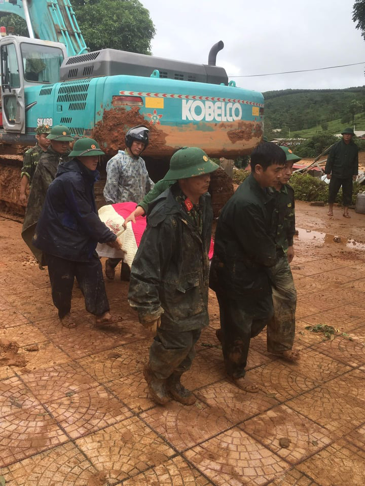 Cập nhật: Sạt lở vùi lấp 22 cán bộ, chiến sĩ ở Quảng Trị, tìm thấy 8 thi thể  - Ảnh 2.