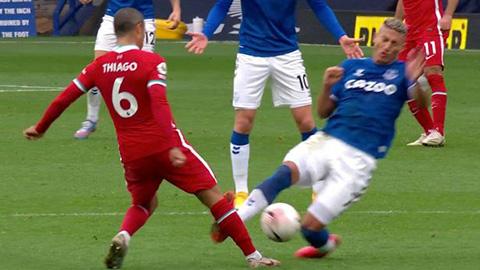 Richarlison khẳng định không cố ý đạp vào chân Thiago
