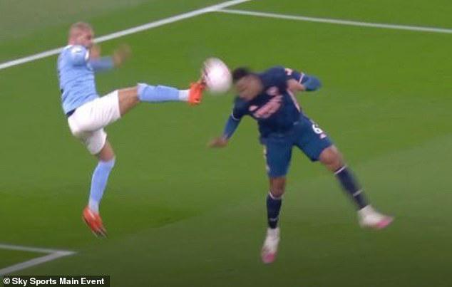 Arsenal thua Man City, HLV Arteta nổi cáu với trọng tài và VAR - Ảnh 1.