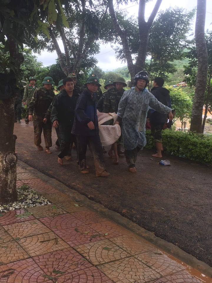 Cập nhật: Sạt lở vùi lấp 22 cán bộ, chiến sĩ ở Quảng Trị, tìm thấy 8 thi thể  - Ảnh 3.