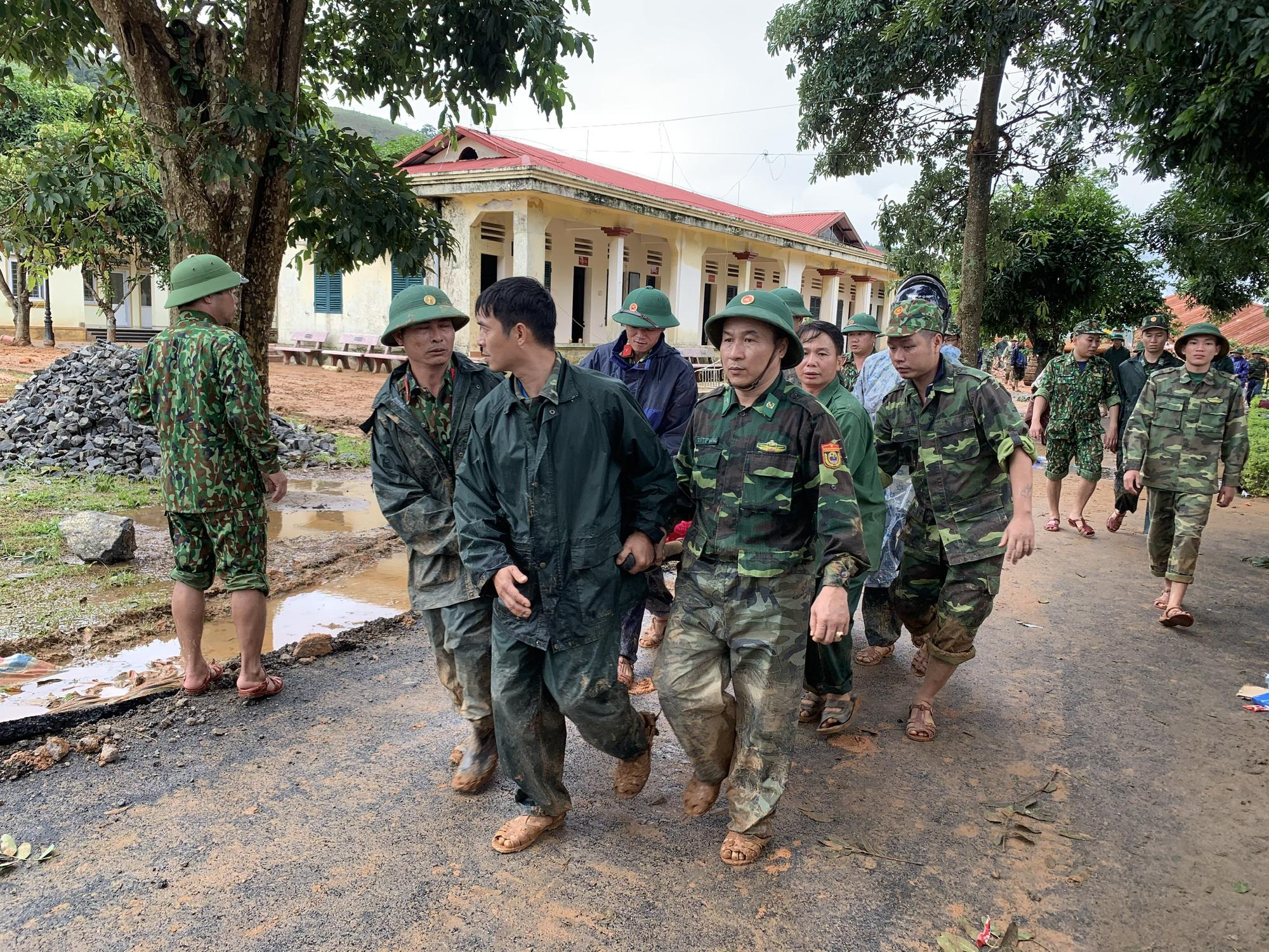 Thủ tướng Nguyễn Xuân Phúc yêu cầu sớm tìm kiếm người bị mất tích, vùi lấp ở Rào Trăng 3 và Đoàn 337 - Ảnh 2.