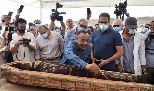 """Sững sờ phát hiện """"báu vật"""" 4.000 năm tuổi trong quan tài cổ ở Ai Cập - Ảnh 2."""