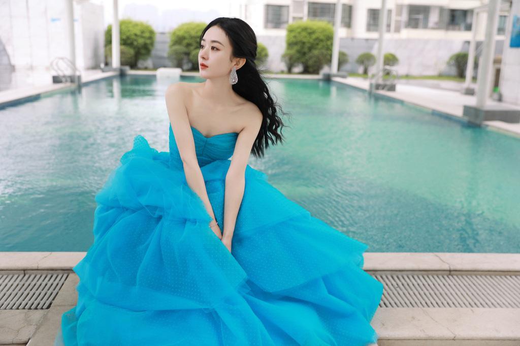 """5 mỹ nhân Trung Quốc đời thường: Triệu Lệ Dĩnh quyến rũ hút mắt, """"Nữ thần Kim Ưng"""" vẫn bị chê điều này - Ảnh 2."""