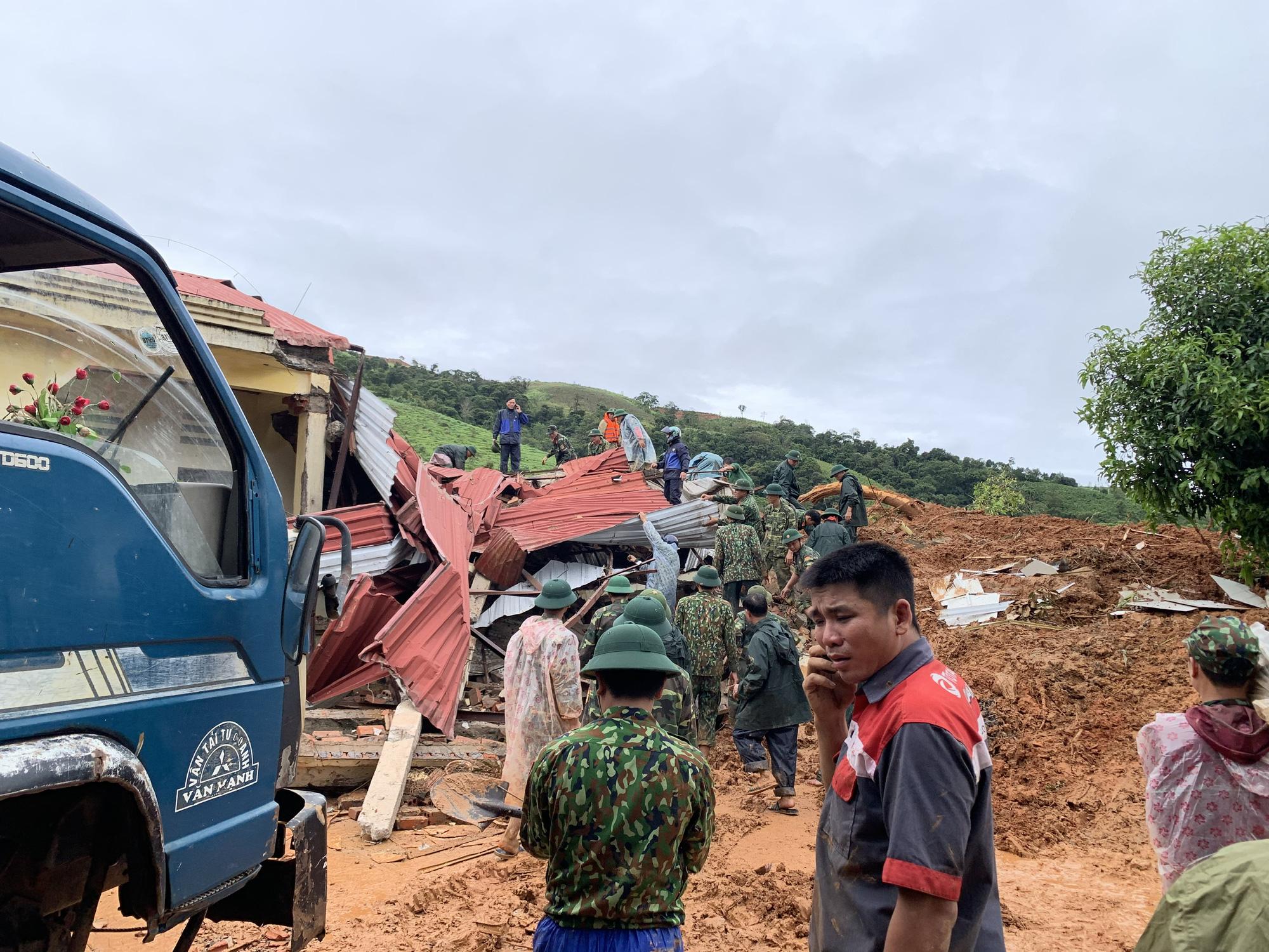 Quảng Trị: Dân kêu cứu trong đêm, nhiều điểm sạt lở, chia cắt, cảnh báo mưa lớn còn tiếp diễn - Ảnh 1.