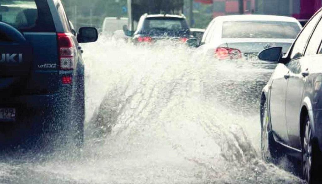 Lái xe dưới trời mưa bão cần chú ý những điều này - Ảnh 2.