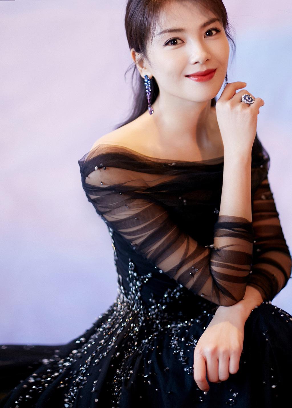 """5 mỹ nhân Trung Quốc đời thường: Triệu Lệ Dĩnh quyến rũ hút mắt, """"Nữ thần Kim Ưng"""" vẫn bị chê điều này - Ảnh 13."""