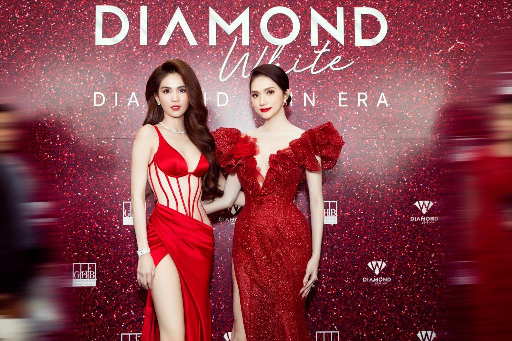Ngọc Trinh chơi lớn mời nguyên showbiz Việt dự sự kiện, đọ dáng thon thả cùng Hương Giang - Ảnh 1.