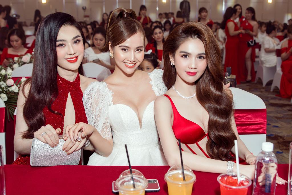 Ngọc Trinh chơi lớn mời nguyên showbiz Việt dự sự kiện, đọ dáng thon thả cùng Hương Giang - Ảnh 5.