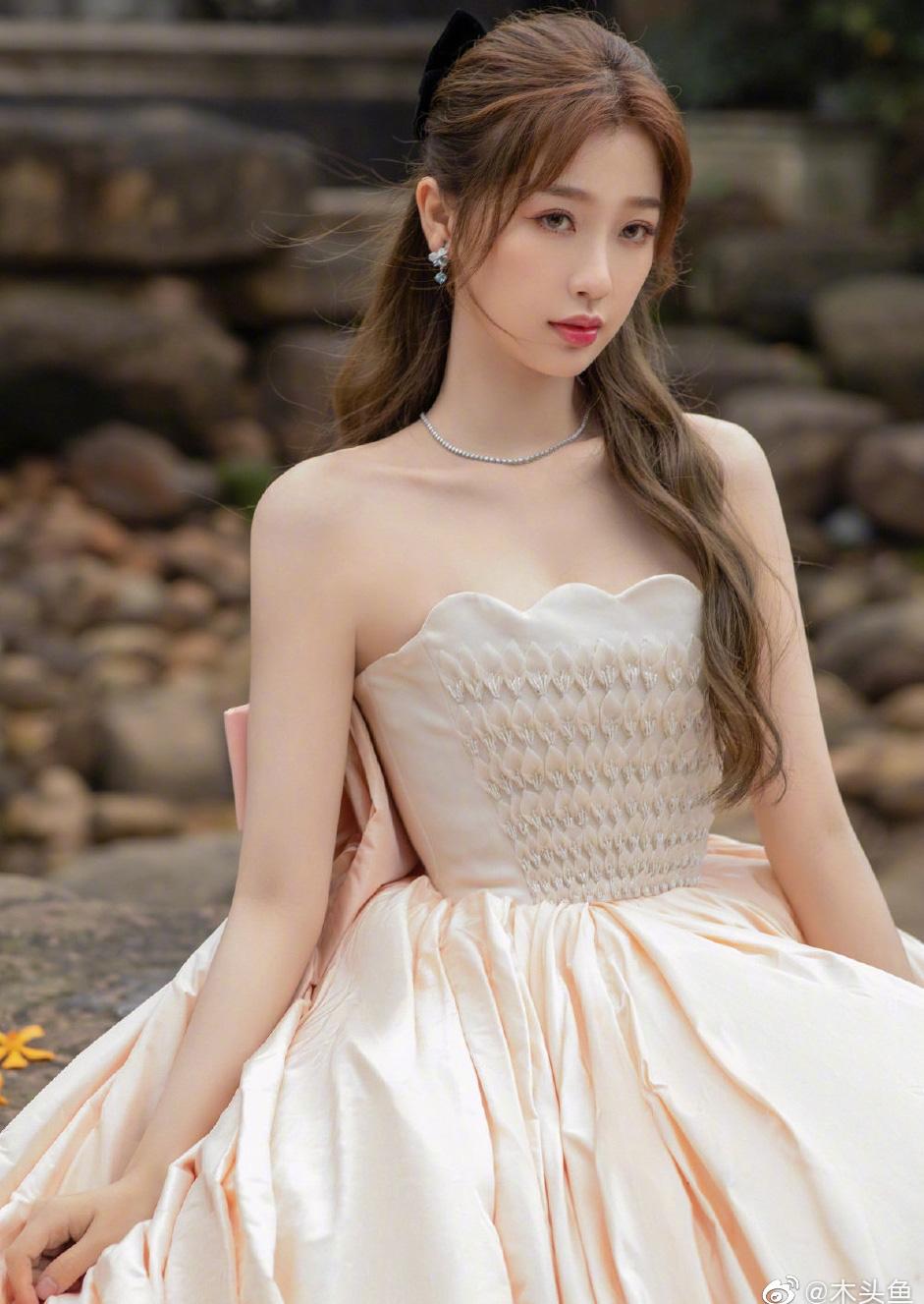 """5 mỹ nhân Trung Quốc đời thường: Triệu Lệ Dĩnh quyến rũ hút mắt, """"Nữ thần Kim Ưng"""" vẫn bị chê điều này - Ảnh 9."""