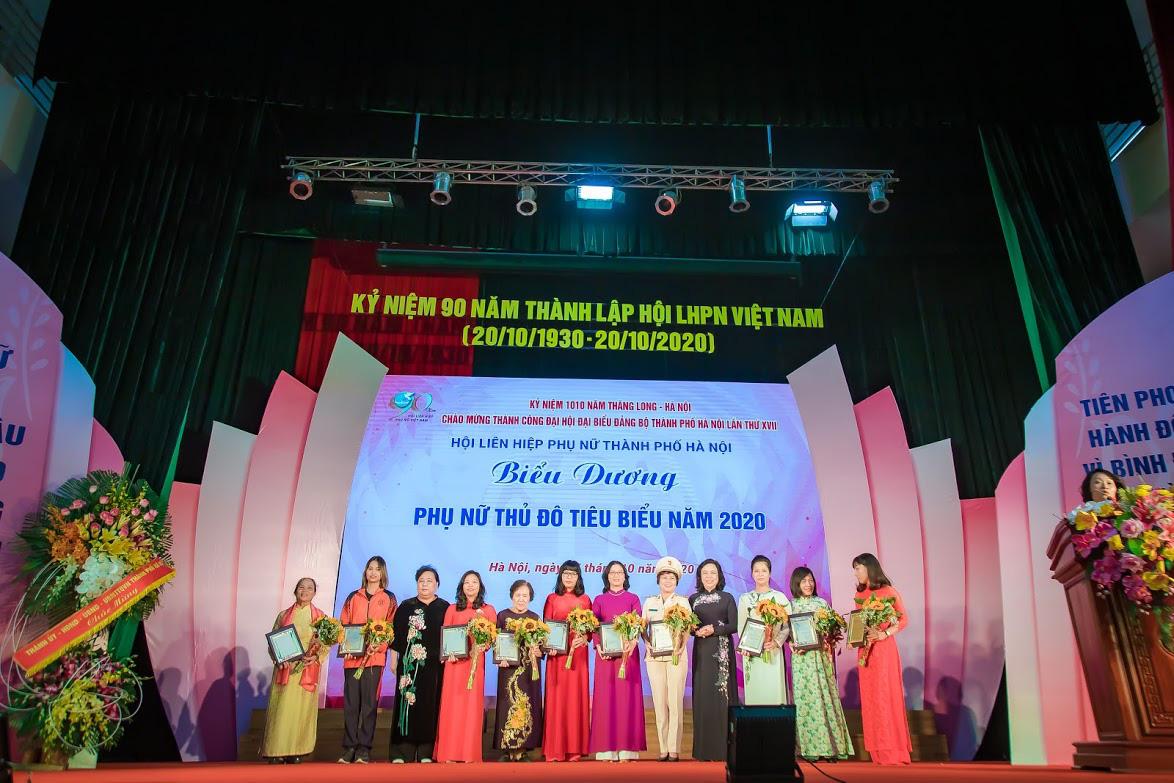 """Giám đốc Học viện Nông nghiệp Việt Nam được vinh danh """"Phụ nữ Thủ đô tiêu biểu năm 2020"""" - Ảnh 1."""