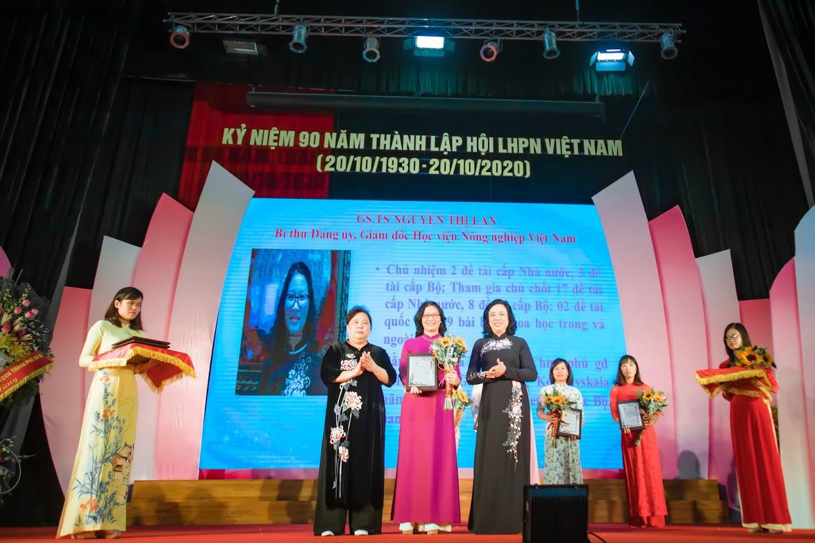 """Giám đốc Học viện Nông nghiệp Việt Nam được vinh danh """"Phụ nữ Thủ đô tiêu biểu năm 2020"""" - Ảnh 2."""