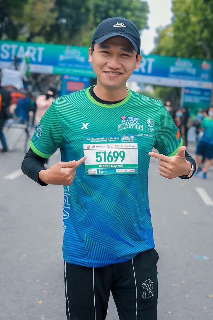 Mai Phương Thuý gây chú ý khi chạy ở Hồ Gươm cùng Thanh Sơn, Xuân Nghị   - Ảnh 6.