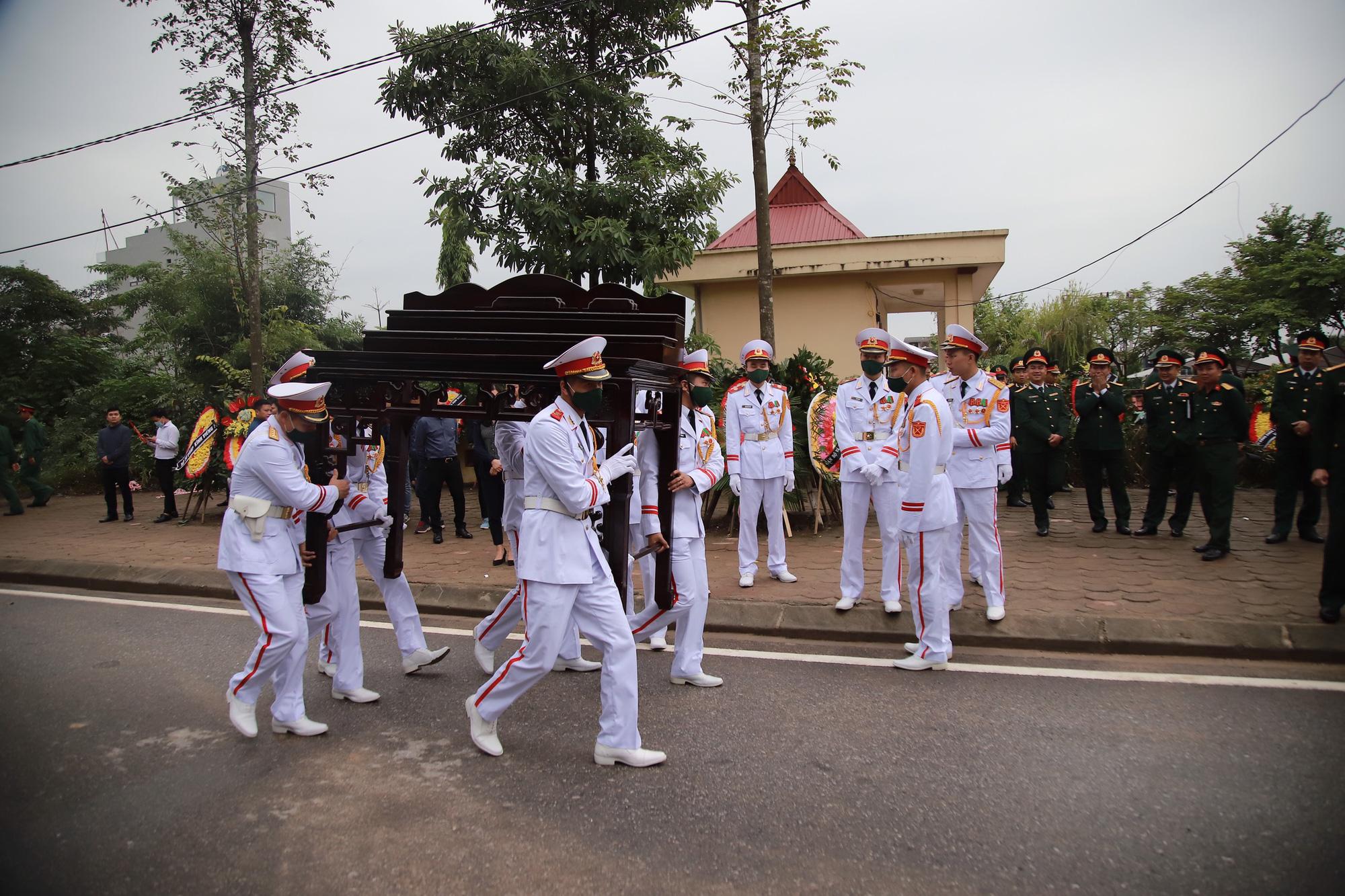 Ảnh, clip: Xúc động lễ truy điệu Đại tá Nguyễn Hữu Hùng  - Ảnh 2.