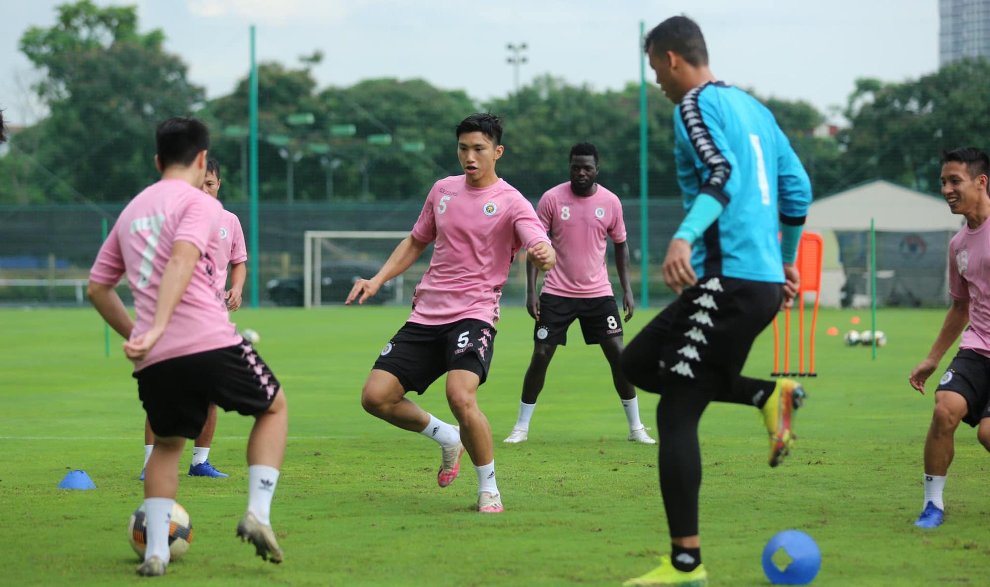 Hậu trận thắng HAGL, Hà Nội FC khủng hoảng hàng thủ - Ảnh 2.