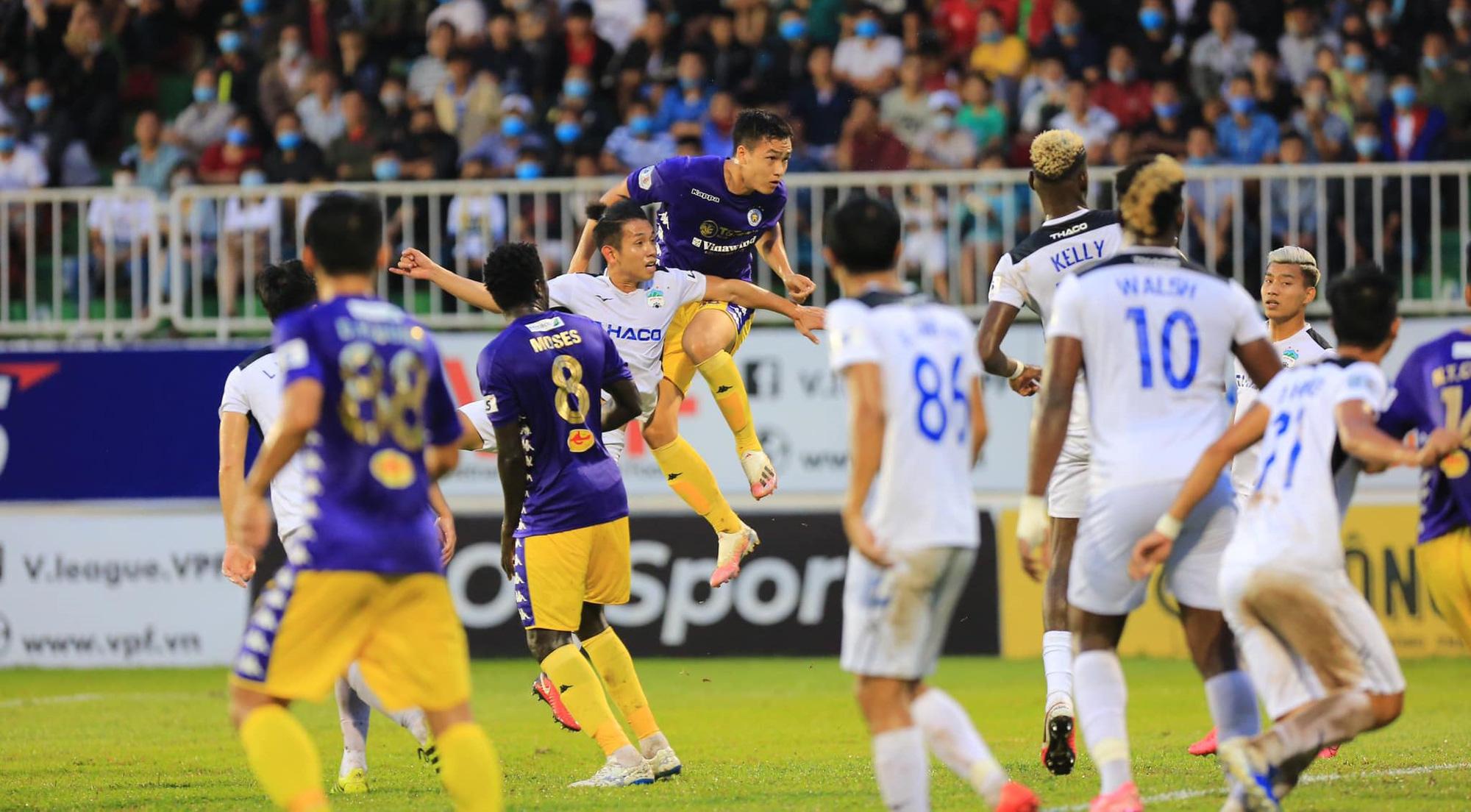 Hậu trận thắng HAGL, Hà Nội FC khủng hoảng hàng thủ - Ảnh 1.